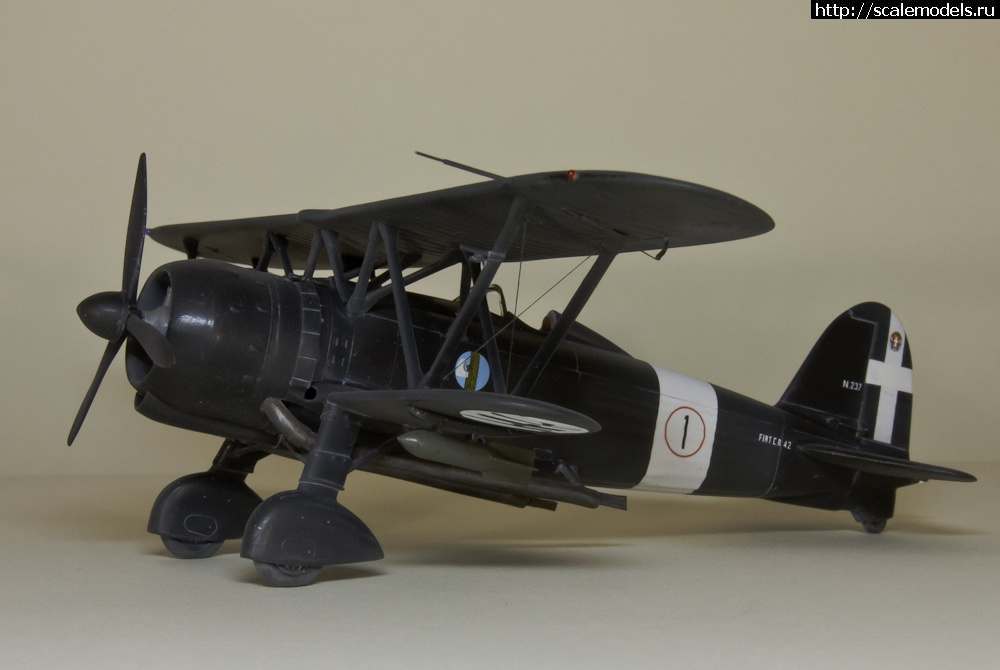 «Черные и белые». Винтовые самолеты в 1/48 Закрыть окно