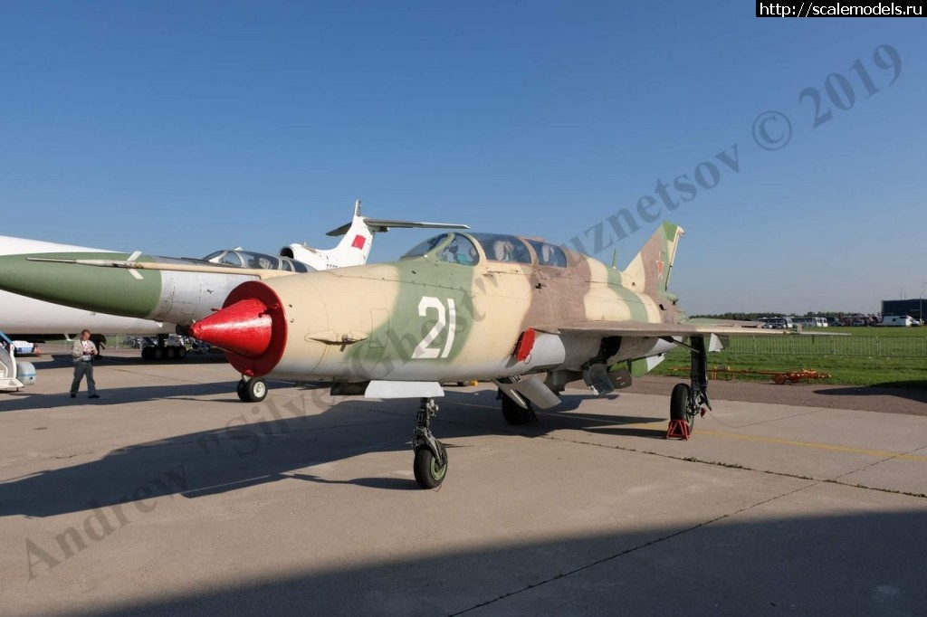 Walkaround МиГ-21УМ б/н 21, авиасалон МАКС-2019, Жуковский, Россия Закрыть окно