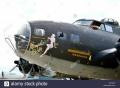 Academy 1/72 B-17 Flying Fortress - Красотка, взмахнувшая руками